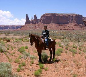 1024px-Navajo_(young_boy)_2007